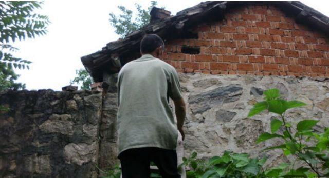 农村老汉在自家房檐上取下的这宝贝, 有人出高价600元不卖!