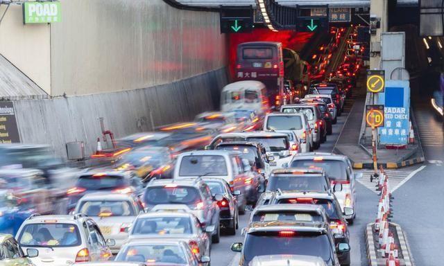 開車時遇到大堵車 你該如何正確處理?