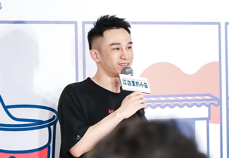之後幾年,喜茶不斷在全中國擴張,遍佈43個城市,開設了將近400家店面,成為奶茶界的網紅品牌。