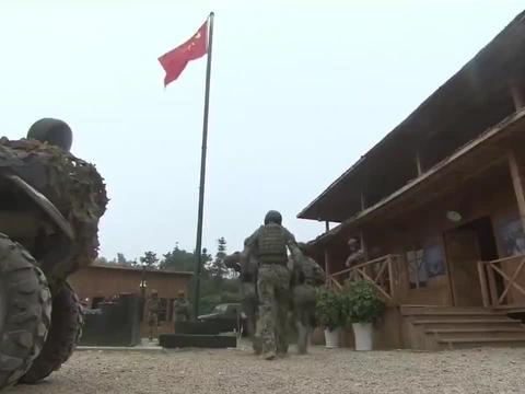 女兵到特种部队训练,还以为来度假玩浪漫,结果战友一句话吓出冷