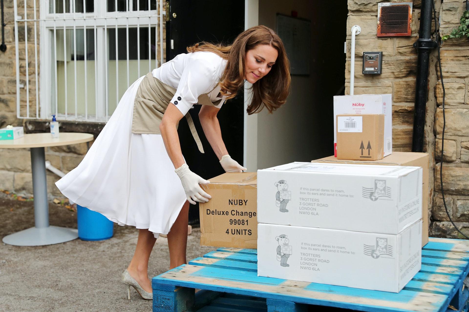 凯特首次戴口罩现身,碎花款口罩售价15英镑|新冠肺炎_新浪新闻