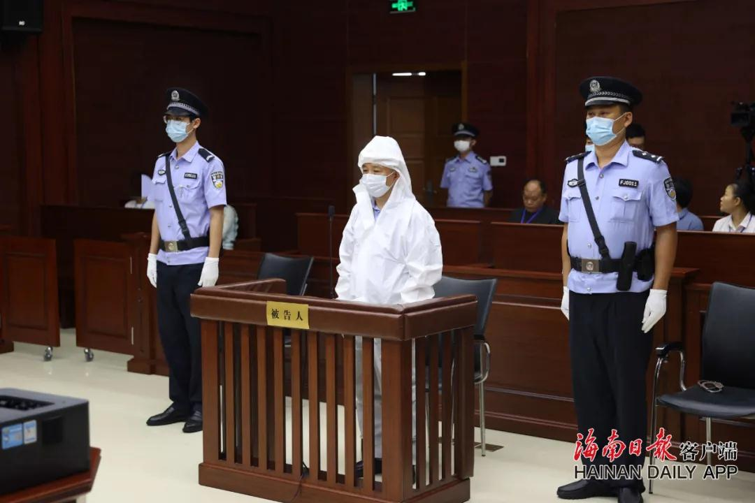 海南农垦投资控股集团原党委书记杨思涛受贿案开庭