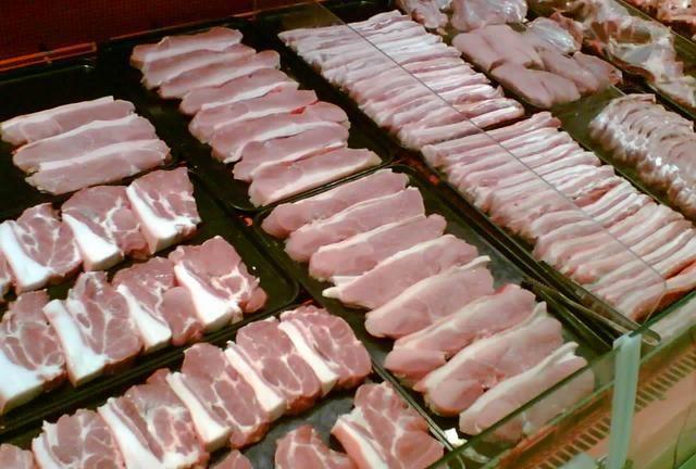 《【无极2登陆】猪肉暴涨后,养猪的、杀猪的、卖肉的都说亏钱,那钱被谁赚了?》