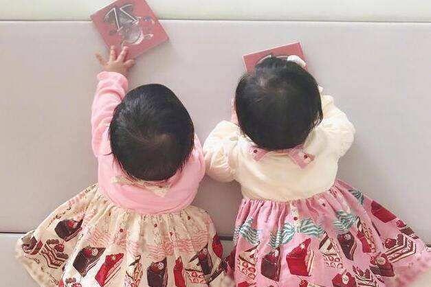 """新妈妈养育选择:分割双胞胎并非坏事,不做""""同款"""",宝宝更独立"""