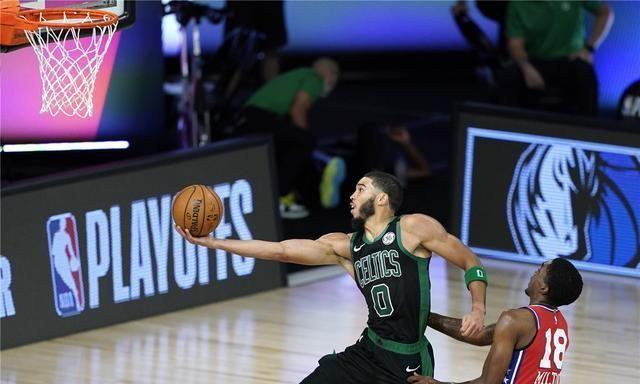 NBA季后赛今日正式打响,刚刚结束了一场东部的强强对话,凯尔特人对阵76人