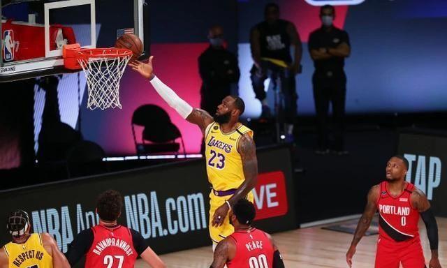 NBA季后赛如火如荼的进行着,西部焦点之战,湖人对战开拓者,这一次湖人三军用命