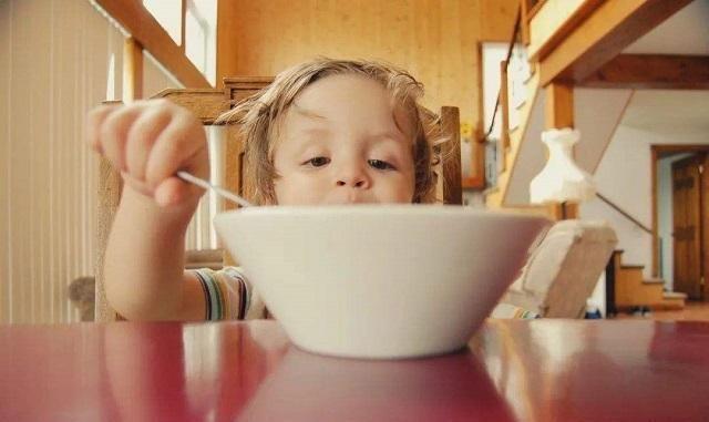 孩子经常吃这三种早餐,对身体毫无好处,妈妈们该走出误区了