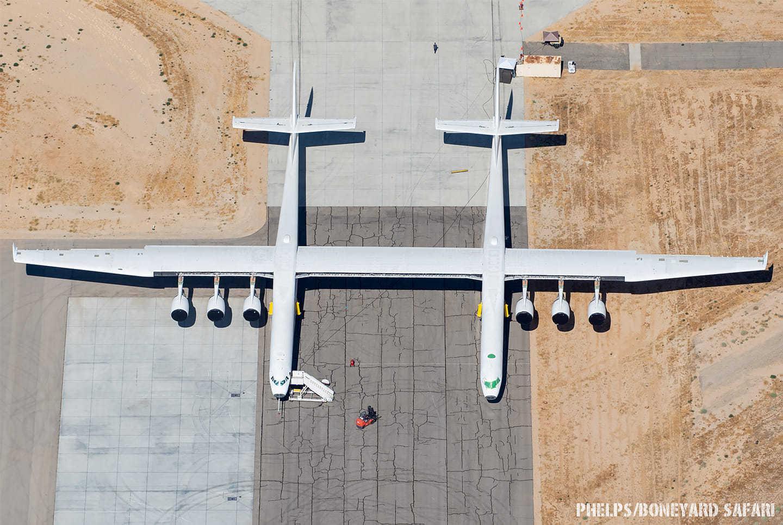 """巨型双体机""""同温层发射""""的近况照片……"""