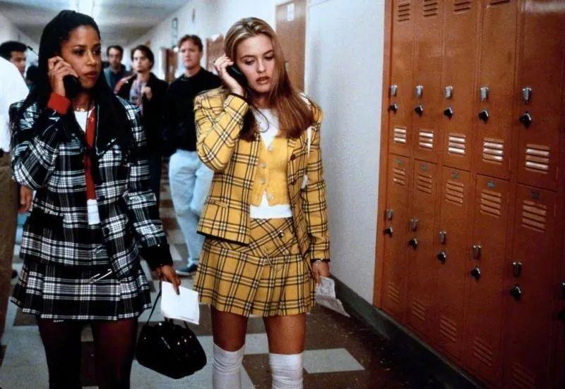 曾经不屑一顾的校服 如今我却要靠它独领风韵