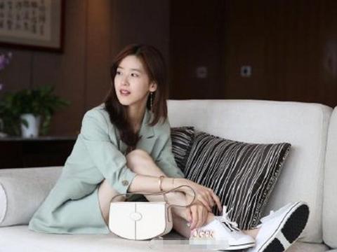 比刘强东大五岁的丈母娘长啥样 刘强东比丈母娘大多少?