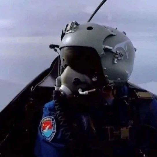 解放军飞行员霸气回应台军机:没有海峡中线!