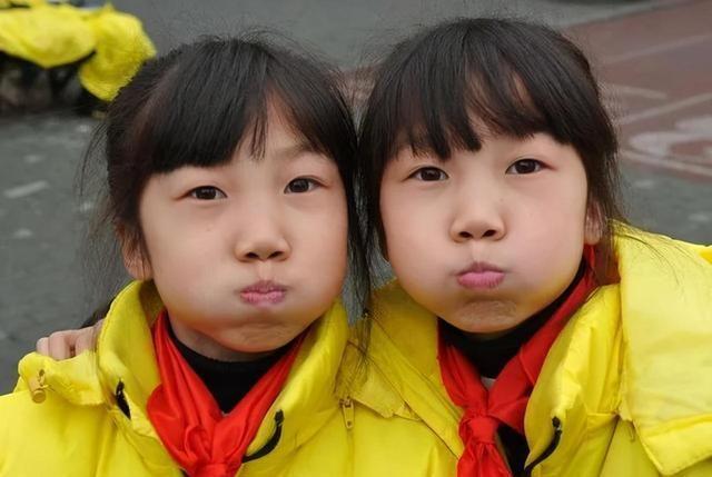 """谢娜育儿有多""""另类""""?从不让双胞胎穿同款衣服,真是不走寻常路"""
