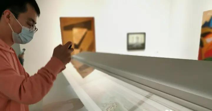 """首都机场壁画""""泼水节""""手稿亮相,北京民生现代美术馆开启常设展"""