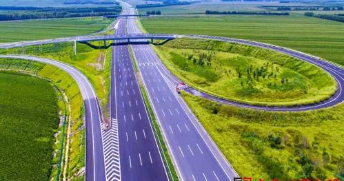 """历时3年改扩建""""长余高速""""于9月26日12时双向通车 路基标准宽度由28米增加到42米"""