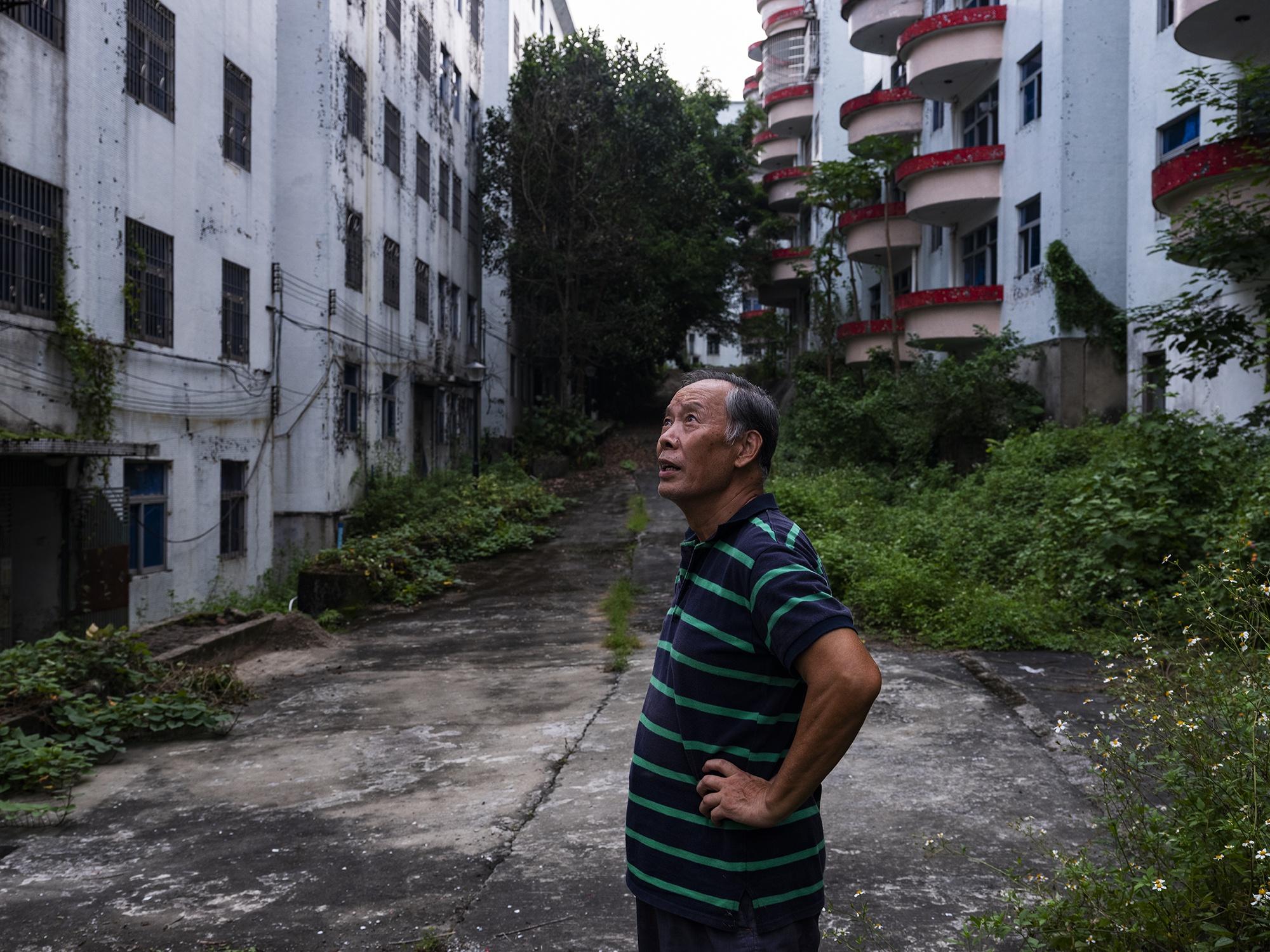 住在广州最大烂尾楼盘里:22年重建无果 业主状告黄埔区国土部门