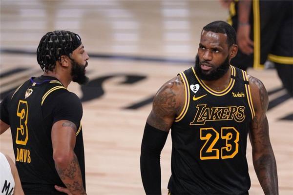 在刚刚结束的NBA总决赛第六场竞赛,洛杉矶湖人106-93战胜迈阿密热火队