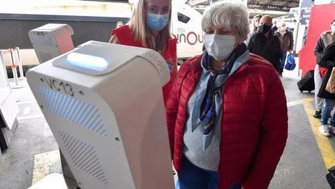 图卢兹马塔比奥火车站启用测温仪装置。(法新社)