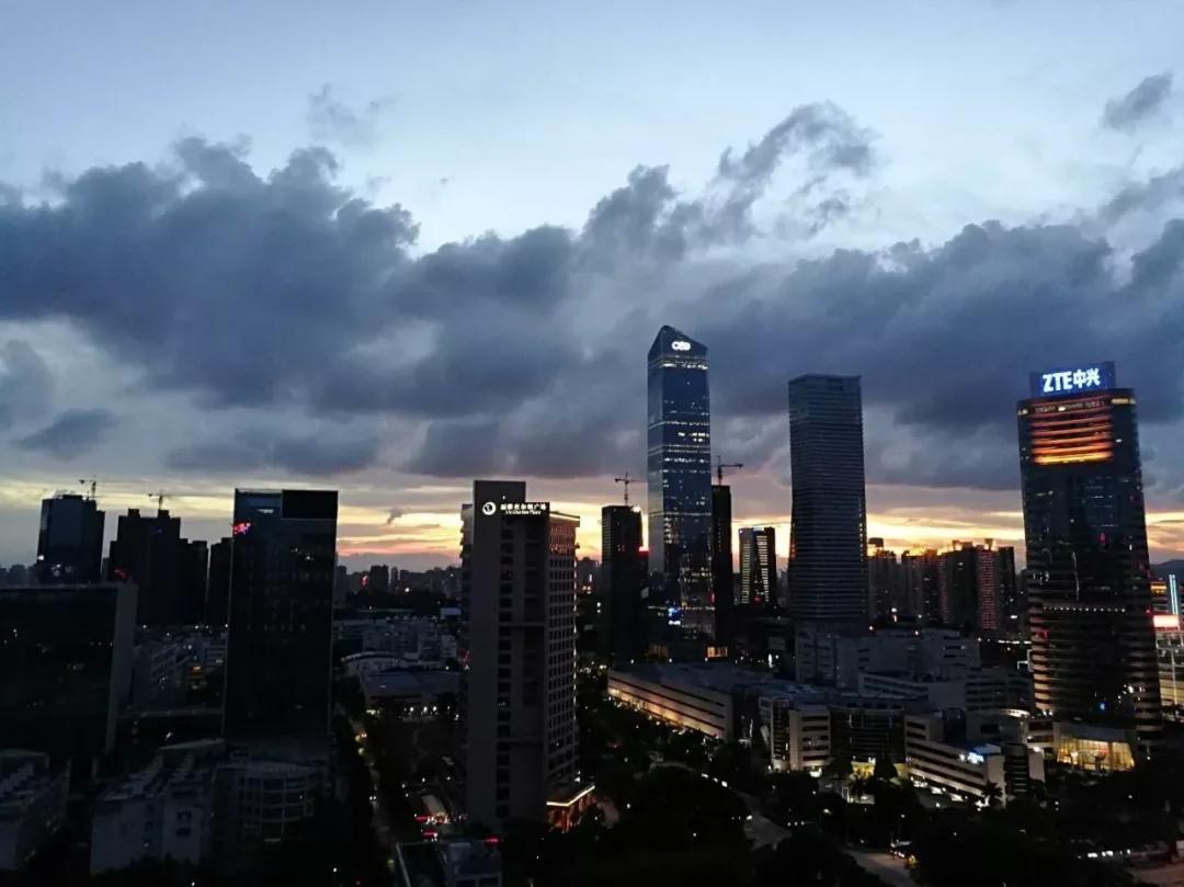 """""""中国最强街道""""粤海街道夜景(图源:网络)"""
