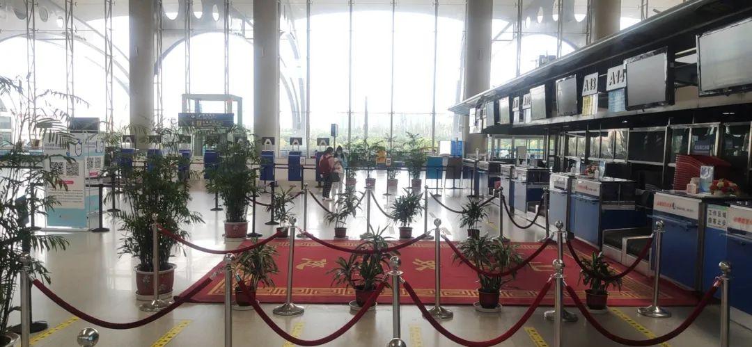 山东航空排队区只有两个乘客 受访者供图