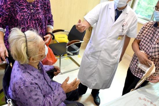 珠海86岁老人摔伤骨折 按摩治疗却导致病情加重
