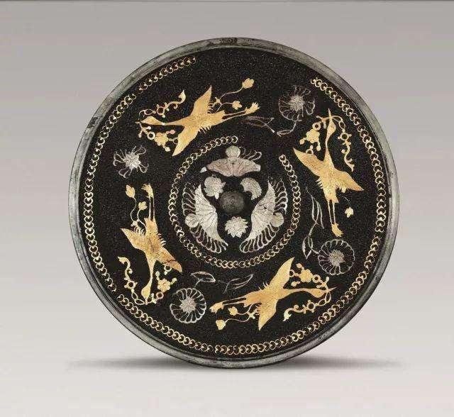 四鸾镜可不是一般的宝贝,唐玄宗将其赏给群臣,还有不一般的意义