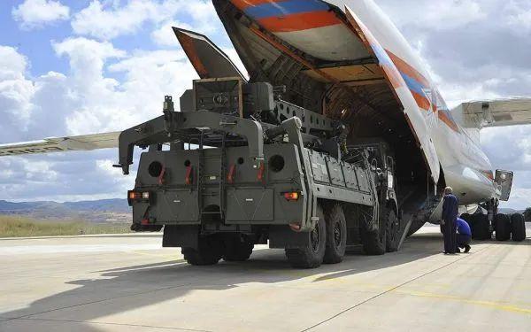 ▲原料图片:俄军伊尔-76运输机将S-400防空导弹发射车运抵土耳其原料图。(俄国防部官网)