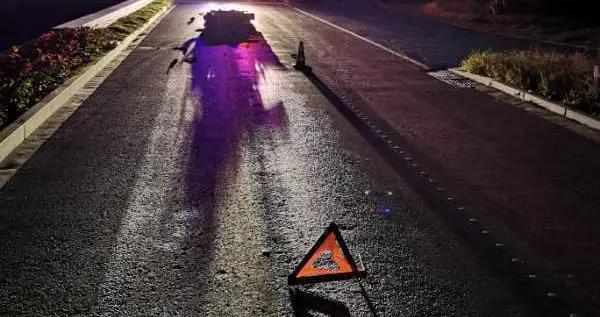 男子深夜骑车倒地不治身亡,无目击者无监控,一小块漆片入手,南京交警68小时破了案