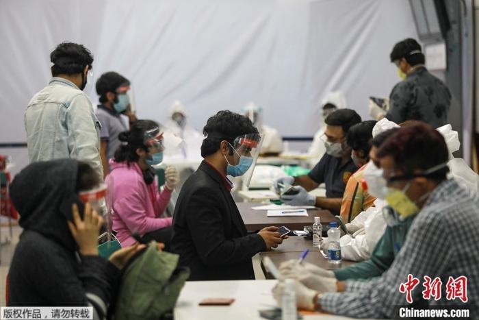 原料图:疫情下的印度。