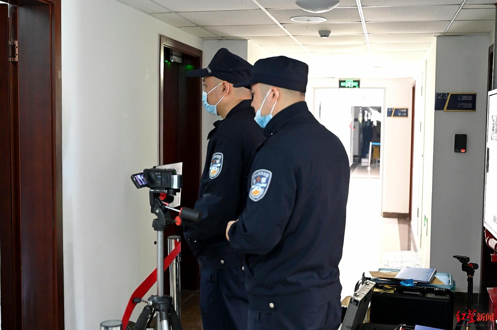↑考官全程录像记录每个幼组的现场勘查过程。