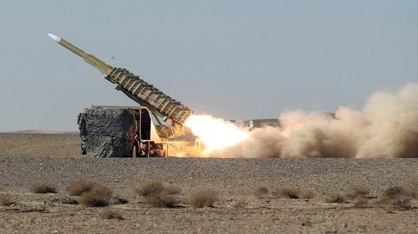 """据伊朗军方网站新闻,伊朗防空部队""""天空卫士-99""""操练于21日开起。(供图:澎湃影像)"""