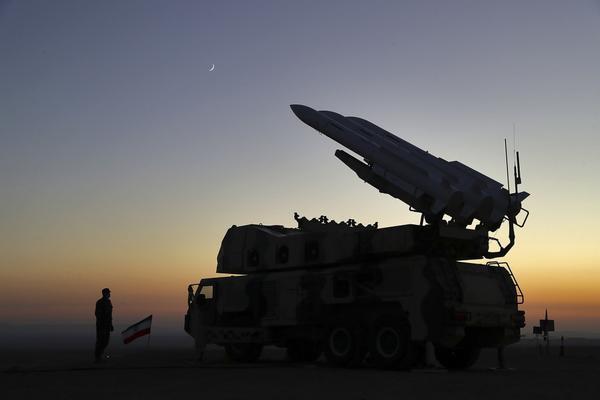 操练指挥官卡德尔-拉希姆扎德准将日前外示,操练区域遮盖全国一半以上领土。(供图:澎湃影像)