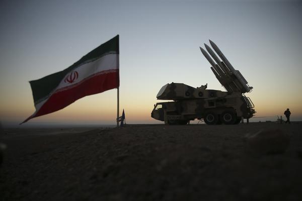 按照计划,操练将动用伊朗生产的防空和监视设备、无人机,以及包括截击机在内的飞机。(供图:澎湃影像)