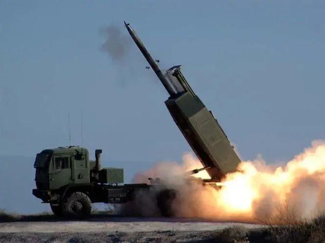 """台防务部分证实,美军""""海马斯""""高机动火箭炮编制(HIMARS)即将售台。图源:""""三立音信网"""""""