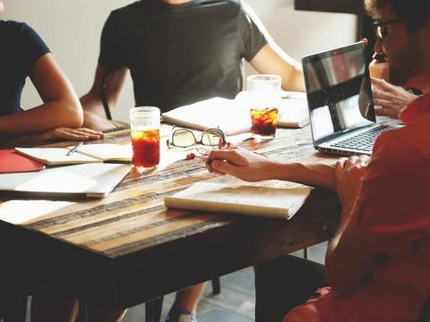 《【杏耀平台最大总代】王健林说企业进入赚辛苦钱、赚慢钱时代,企业想要赚钱真这么难?》