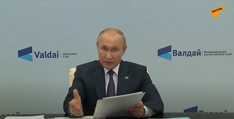 普京在今年的瓦尔代申辩会上议定视频发外演讲 视频截图