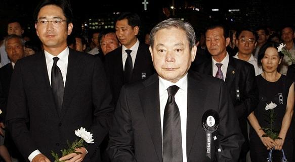 原料图:韩国三星集团会长李健熙和其长子李在镕。