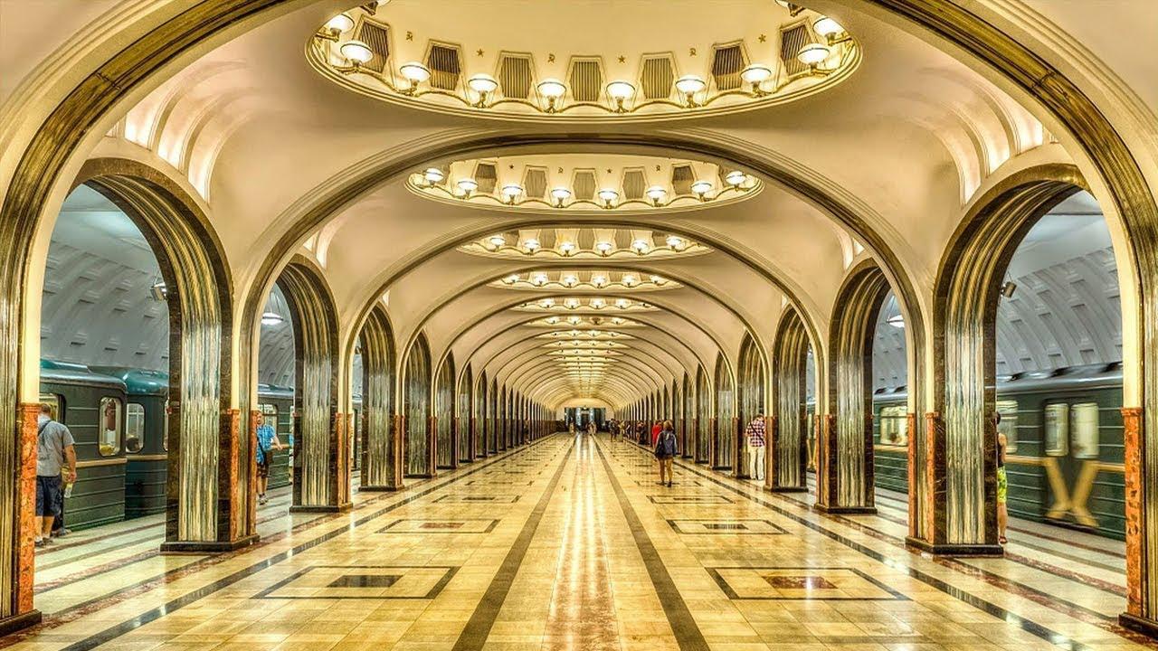 莫斯科地铁站的共青团站(上)和马雅科夫斯基站(下)等同样享有盛名
