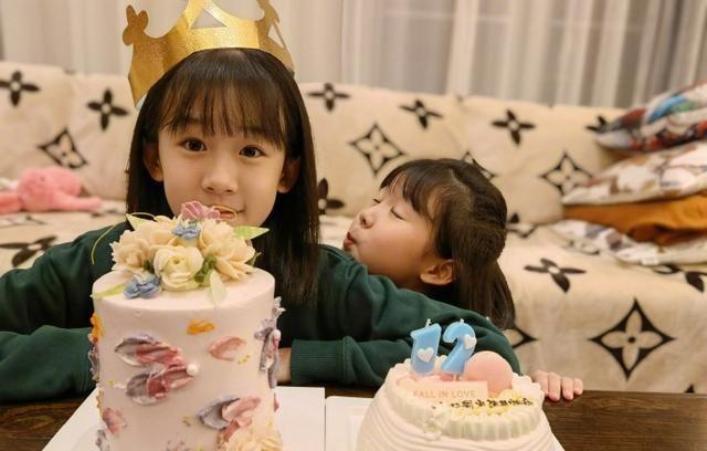陆毅炫耀女儿生日照,继承妈妈鲍蕾的仙气,12岁陆贝儿成大美女