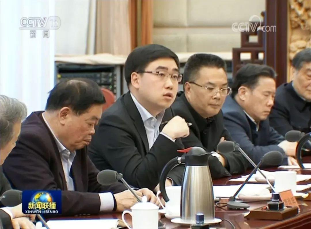 程维(中)在民营企业家迎春会谈会中说话