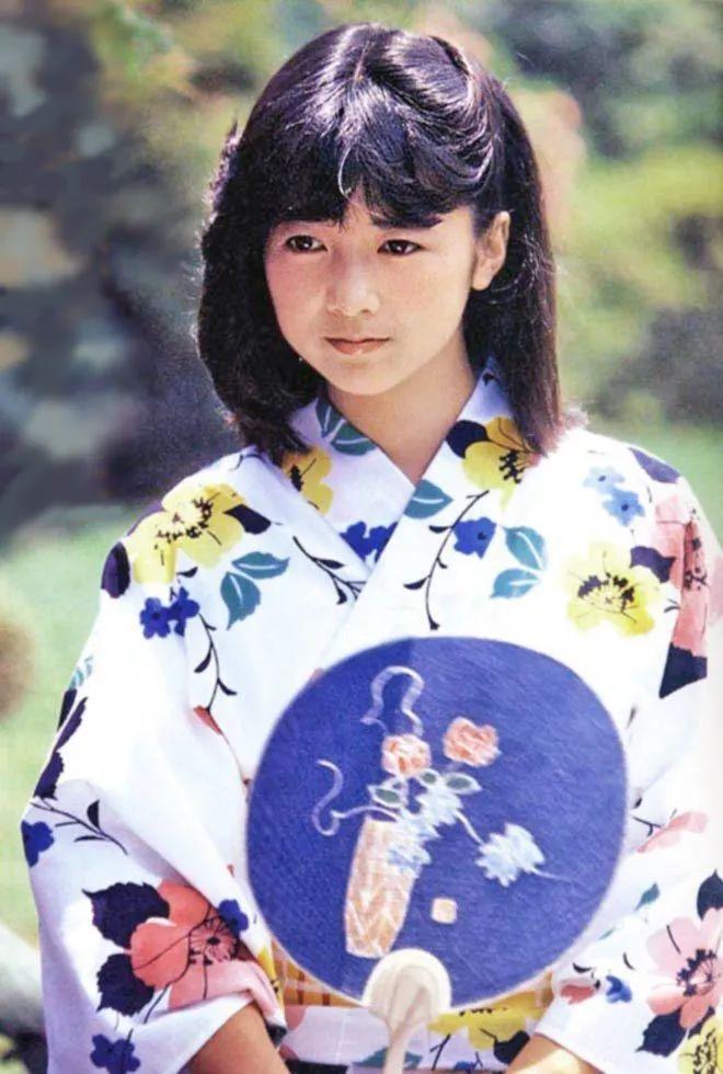 宫崎美子发行全新写真集 开售当日登上日本热搜