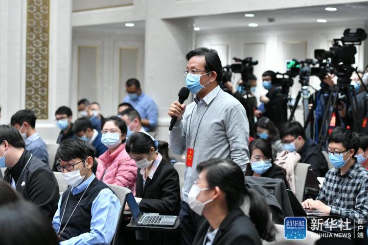 路透社记者挑问