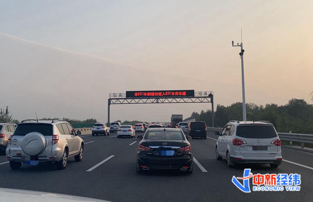 资料图:出京高速车流 中新经纬 张澍楠 摄