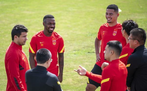 国足四名归化球员艾克森、费南多、蒋光太和李可。
