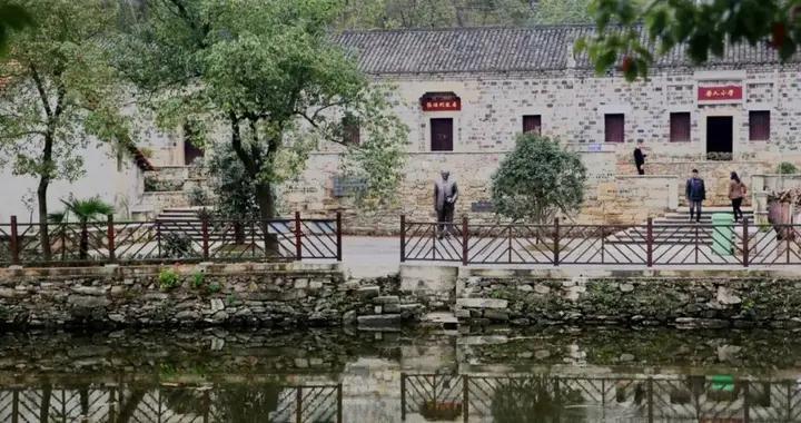 华中大张培刚教授纪念铜像在红安揭幕
