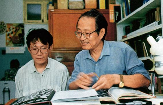 上世纪90年代在大学任教的汪品先(图源:环球人物网)