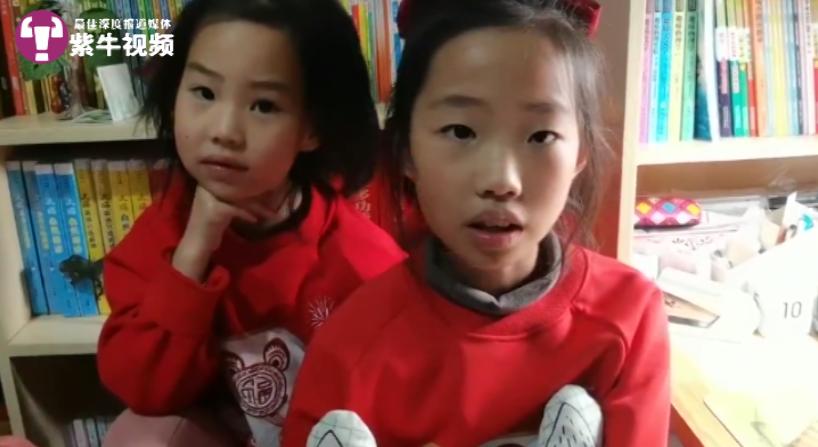 晴晴(右)和妹妹感情很好