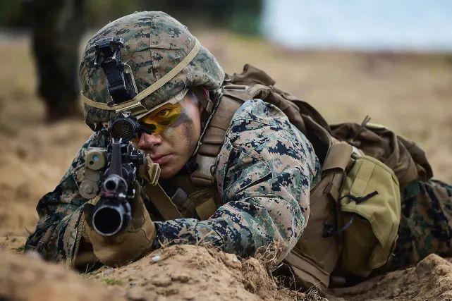 原料图:美国海军陆战队士兵训练