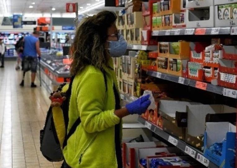 希腊规定封锁期内超市停售耐用品
