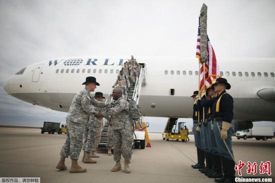 原料图:驻伊美军撤回美国时受到高规格款待。