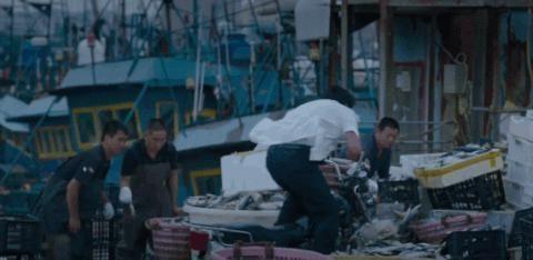 电影《风平浪静》:宋浩做错了什么,全世界都在谋杀他